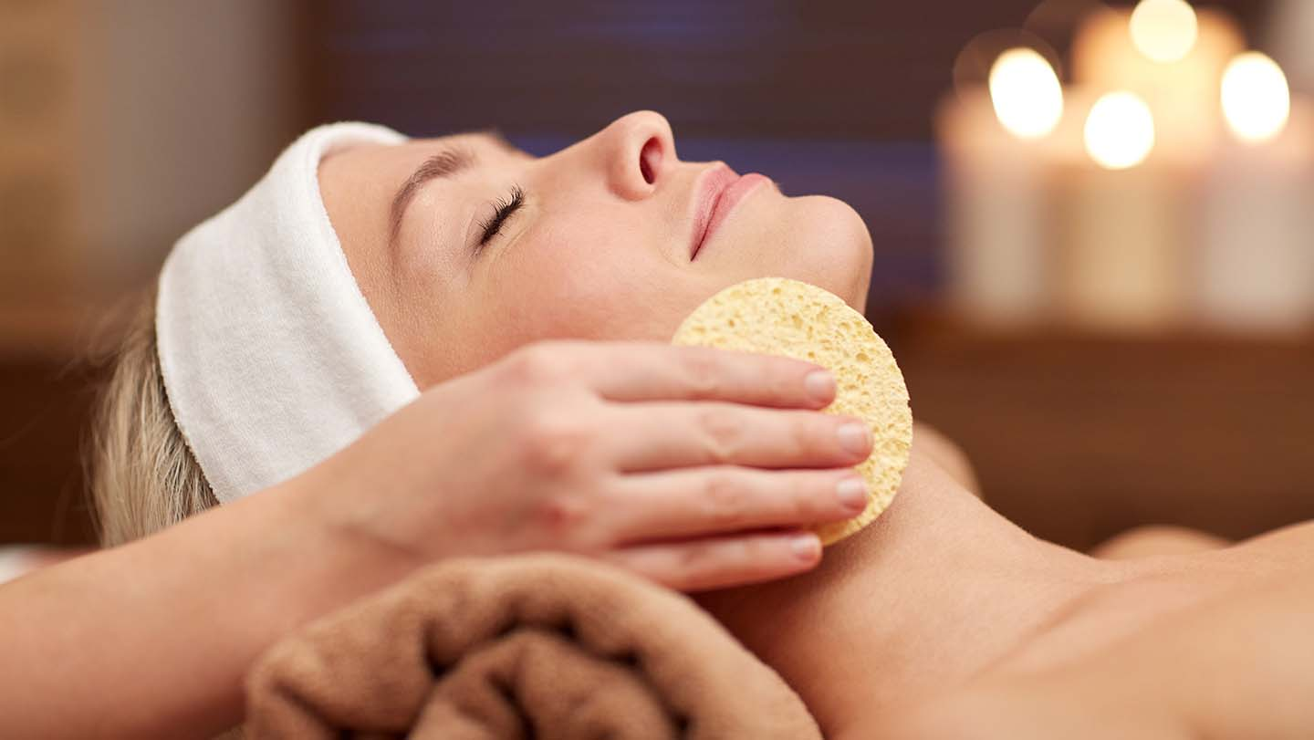 facial-with-sponge